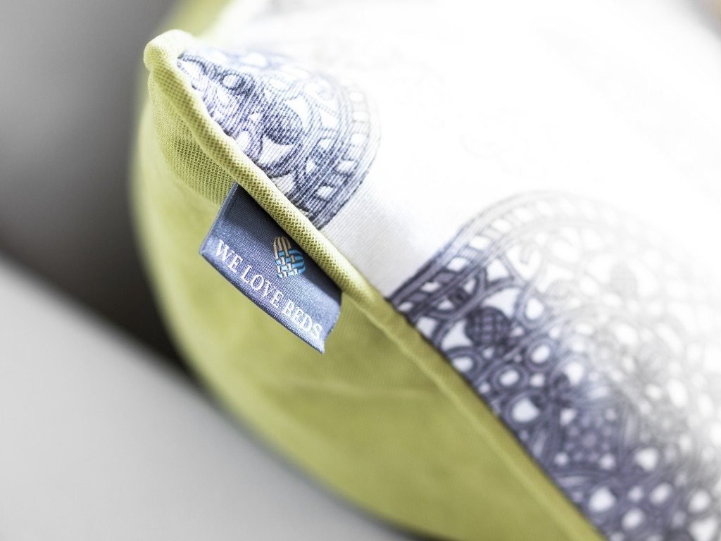 Piękna poducha z We Love Beds. Wynik współpracy z firmą podczas Zaprojektowanych.