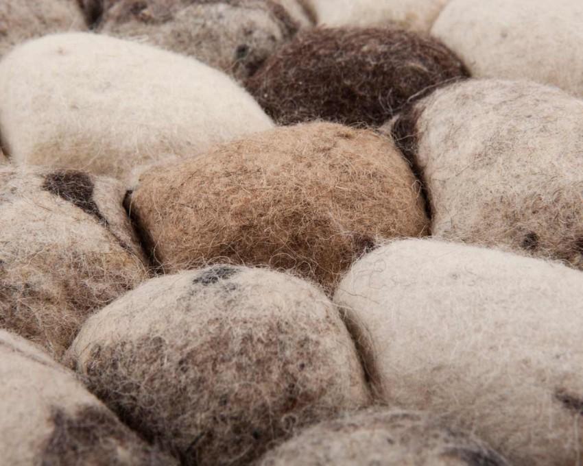 filcowane-kulki-kamienie-dywan-indie