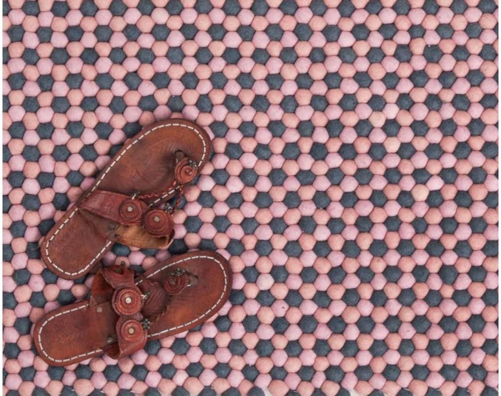 skórzane-buty-na-dywan-z-Nepalu